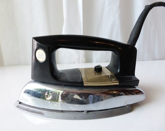 Vintage 1950's working Manning Bowman clothing iron!