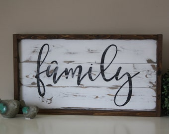 Wooden family sign - Reclaimed wood wall art - Family sign - Pallet wall art - Framed wood sign - Pallet sign - Mothers Day - Gift under 100