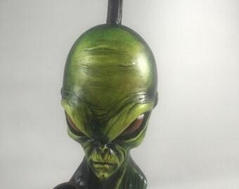 Tobacco Hand Made Alien Face  Design