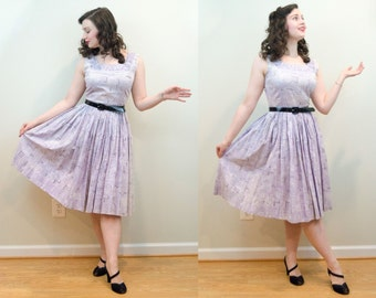 1950s Vintage Dress - Lilac Cotton Novelty Print Day Dress - Florals and Ancient Prints