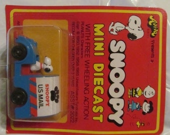 Vintage AVIVA  Peanuts Snoopy // die cast toy // Snoopy  as a Cat Catcher  // NIP// made in Hong Kong