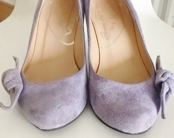Lilac suede kitten heels, with side bow. Size 5