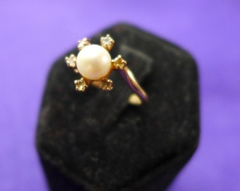 Ladies Vintage Estate Ring Solid Gold 10K with Pearl with Diamonds  SZ-5