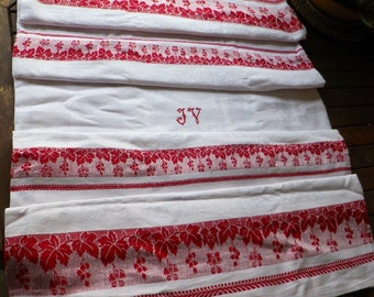 Beautiful old tablecloth damask, adorned with red reasons battens leaves vine