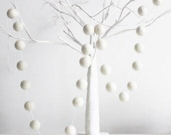 White Felt Ball Garland, White Pom Pom garland, 25mm Felt balls, White Nursery Decor, White baby shower decor, Cake smash decor