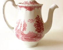 Reserved - Red transferware. Vintage teapot. English teapot. Red transferware teapot. Staffordshire pottery.Excellent condition, like new.