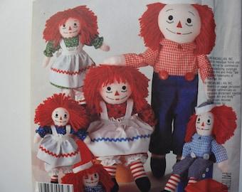 McCalls 2447   UNCUT  Pattern Raggedy Ann and Raggedy Andy  Dolls