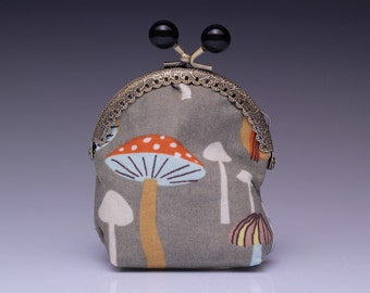 little clipbag toadstool