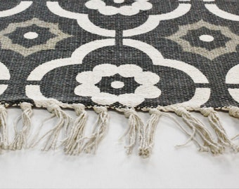 Carpet flower grey