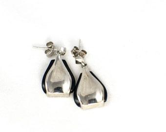 Onyx Drop Earrings in Sterling Silver