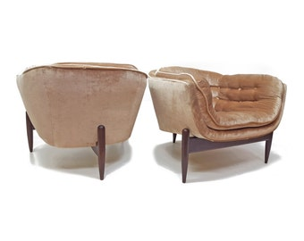 Pair of Adrian Pearsall 3 Legged Barrel Back Club Chairs - Mid Century Modern-Lounge Chairs-Walnut Wood Base-Tufted- Cream Beige Pink Velvet