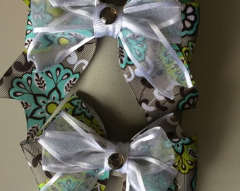 Gray and green flower bow set