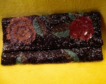 Vintage Floral Beaded Evening Clutch Flap Handbag with Embroidery and Sequins.