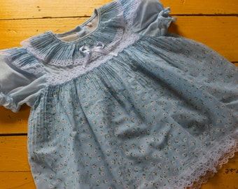 Vintage 2T GIRL Baby Blue Flower Print Dress w/ Lace Details, vintage baby girl dress 2T, retro baby dress, blue vintage dress 2T