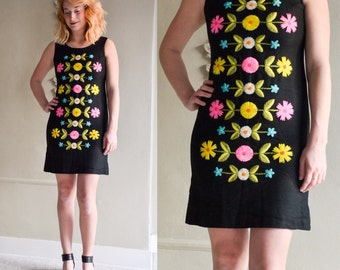 Vintage Embroidered Mod Dress (Size S)