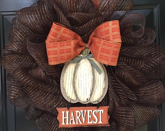 Decorative deco mesh wreath
