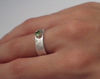 Hammered Sterling Silver Wedding Ring/Ring/Stackable Ring with Apple Green Peridot  4 mm