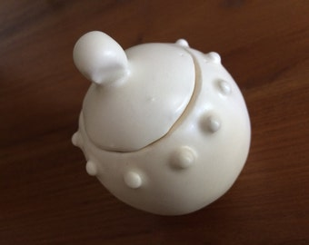Porcelain handmade mini pot/ornament with lid
