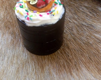Mini Black Cute Girly Cupcake Herb Grinder