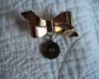 Small 1970 Maine Sequicentennial Medallion on Gold Bow Brooch Collectible