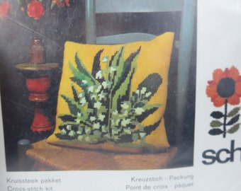 Vintage needlepoint plant pillow kit - deadstock yellow green white