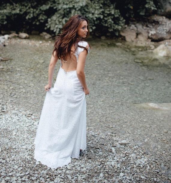 ... 2017, robe de mariée dos nu, en dentelle de coton et mousseline de