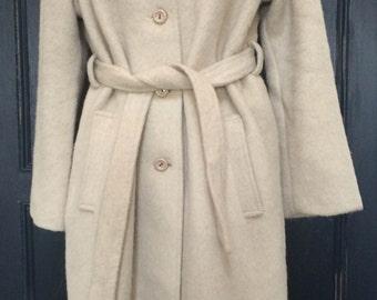 Womens vintage 1970's cream coat. UK size 16