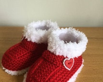 Baby Boots, Fur Trimmed Booties, Ideal Gift, Baby's 1st Christmas, Baby Slippers, Baby Shower Gift, Hand Knitted Pram Shoes - Ready to Ship.