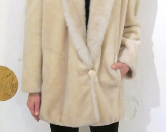 SALE! 1980's Cream faux fur coat (in 1940's style)