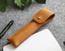 fountain pen case // custom pen cover // office accessory // graduation gift // free monogram // leather