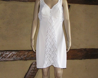 Lace NIGHTDRESS vintage NIGHTGOWN romantic white robe slip