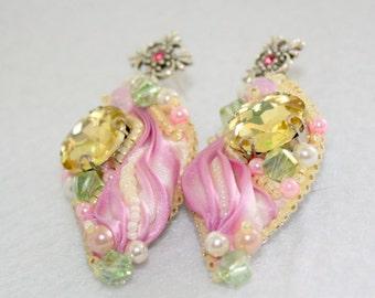 Серьги Цветок шиповника с кристаллами, Swarovski,   beaded earrings shiborii , beaded jewelry