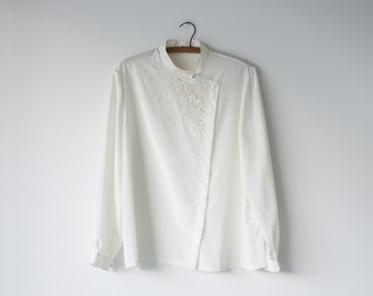 Embroidered Asian Blouse / Vintage Women's Button Up / White Silk Like Blouse