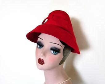Vintage Lipstick Red Wool Hat w/Peaked Crown ~ Circa 1940's
