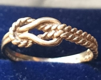 "9ct gold knot ring size ""O+1/2"""