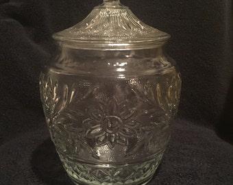 Beautiful Vintage Tiara Sandwich Pattern Glass Cookie Jar