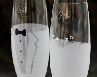Bride and Groom Glasses,Wedding Glasses,Champagne flutes,Personalized Wedding Champagne Glasses,Engraved Mr and Mrs glasses, wedding flutes