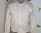 CLEARANCE! Vintage 1950s cream wool acrylic white beaded pearl cardigan sweater 1X 129