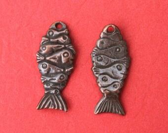 MADE in GREECE 2 Mykonos copper patina fish charms, copper wavy fish charms, earrings fish component (X5666AC) Qty2