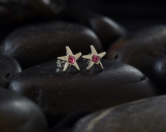 Star stud earrings with rose coloured Swarovski crystals