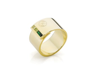 Oxus Envy Wrap Ring is sleek and modern, this 14kt gold cased sterling silver wrap ring with tonal emerald hues creates subtle impact.