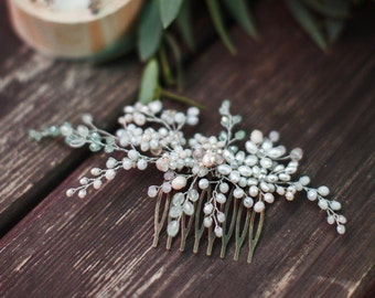 Bridal hair comb. Wedding hair comb. Bridal Headpiece. Pearl bridal hair comb. Bridal Hair Accessory. Delicate hair comb. Spring colors.