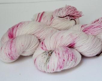 Hand-dyed sock yarn 420 m LL / 100 g tough sock - raspberry cheesecake