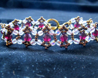 Sparkling bracelet with garnets and crystals