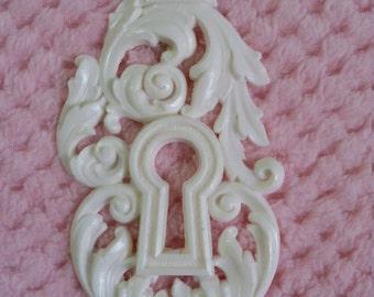 Crowned keyhole Embellishment/resin applique