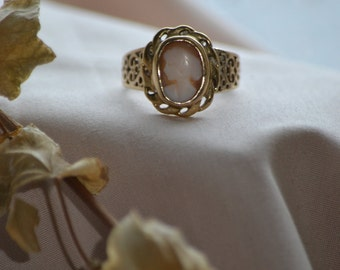 Victorian cameo ring, Vintage cameo ring, Victorian gold ring, Vintage gold ring