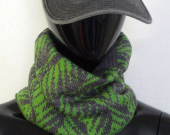 St Patrick Day Gift for him Gift for brother Green scarf Infinity Wool scarf Knit scarf winter Minimalism Neck warmer Ireland irish gift
