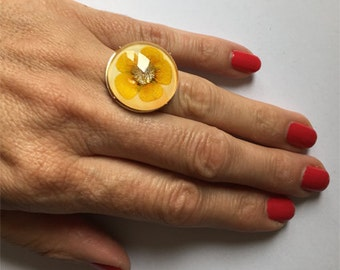 Ring with real dried flower (buttercup) - resizable