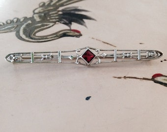 14K white gold vintage Art Deco Edwardian  synthetic ruby filigree brooch bar pin