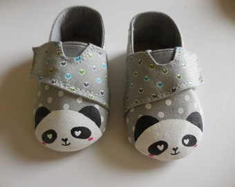 Hand Painted shoes. Panda shoes. Shoes for baby. Baby shoes. Polka dots shoes.